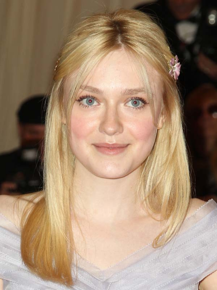 Dakota-Fanning-Met-Ball-2012