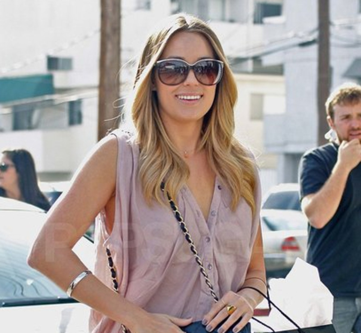 Lauren-Conrad-blonde-Dec-2010