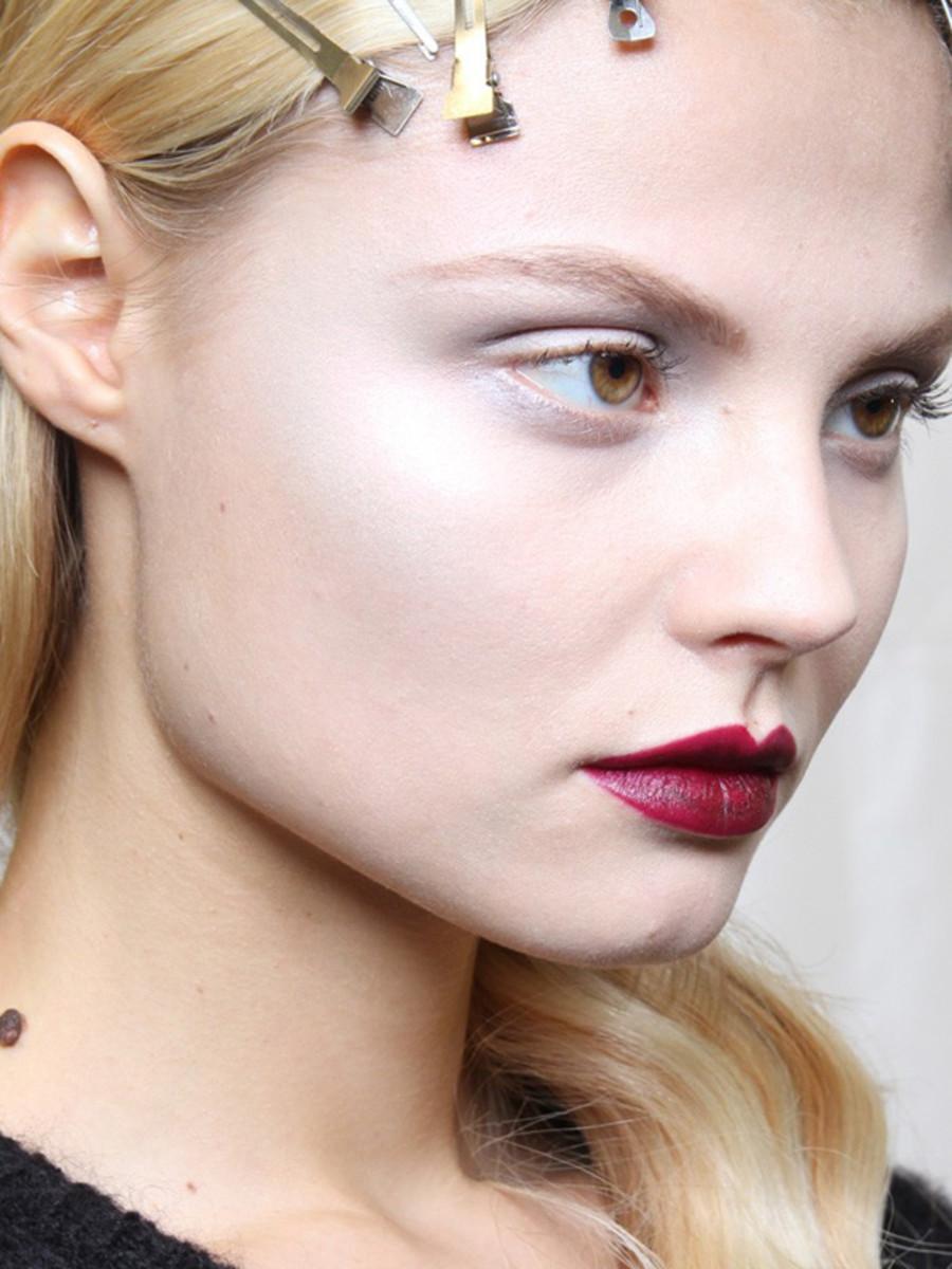 Viktor-Rolf-FW12-makeup