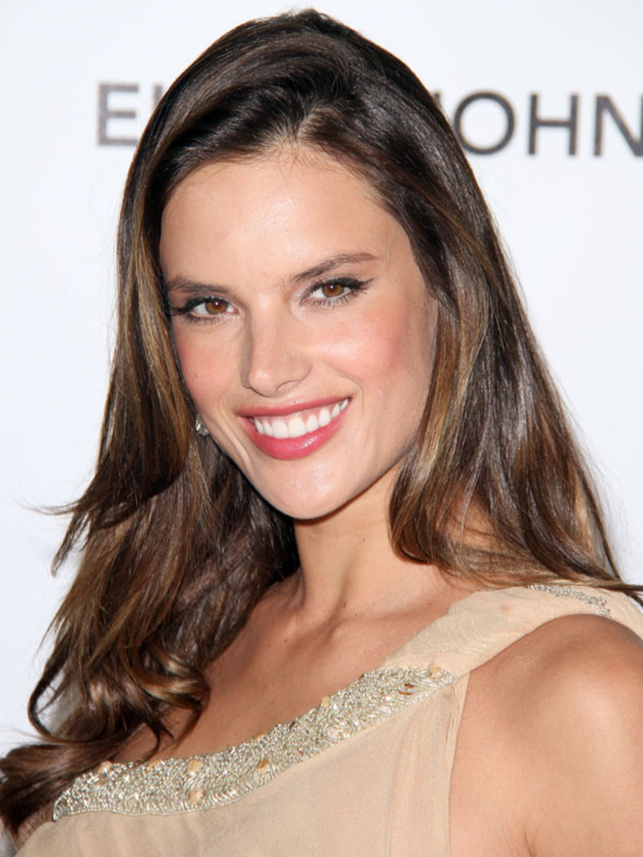 Oscars-2012-Elton-John-AIDS-Foundation-Viewing-Party-Alessandra-Ambrosio