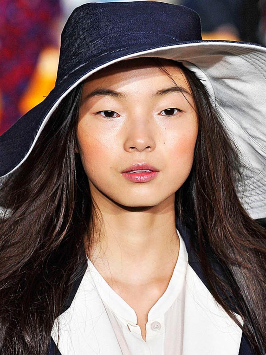 DKNY-Spring-2012-beauty