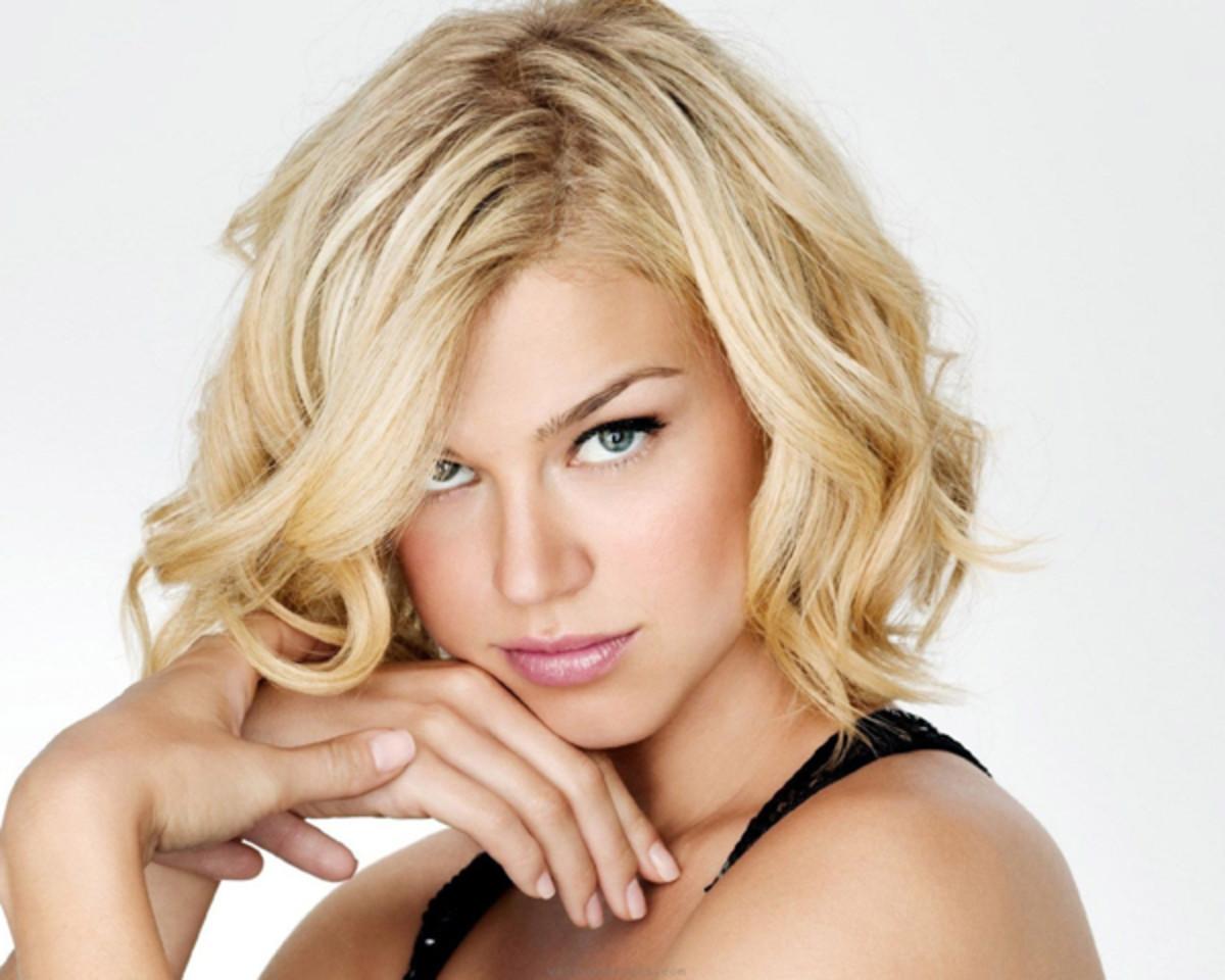 Adrianne Palicki - wavy blonde bob