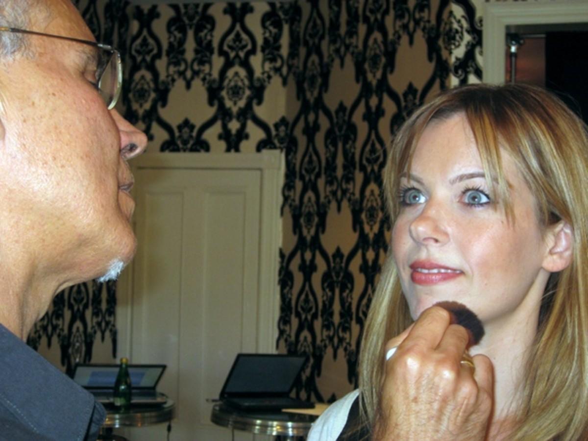 David-Goveia-applying-makeup