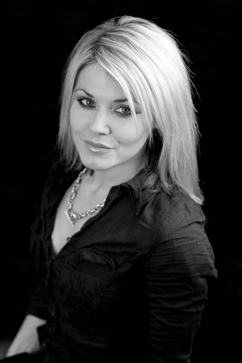 Sophie Evans, St. Tropez skin finishing expert