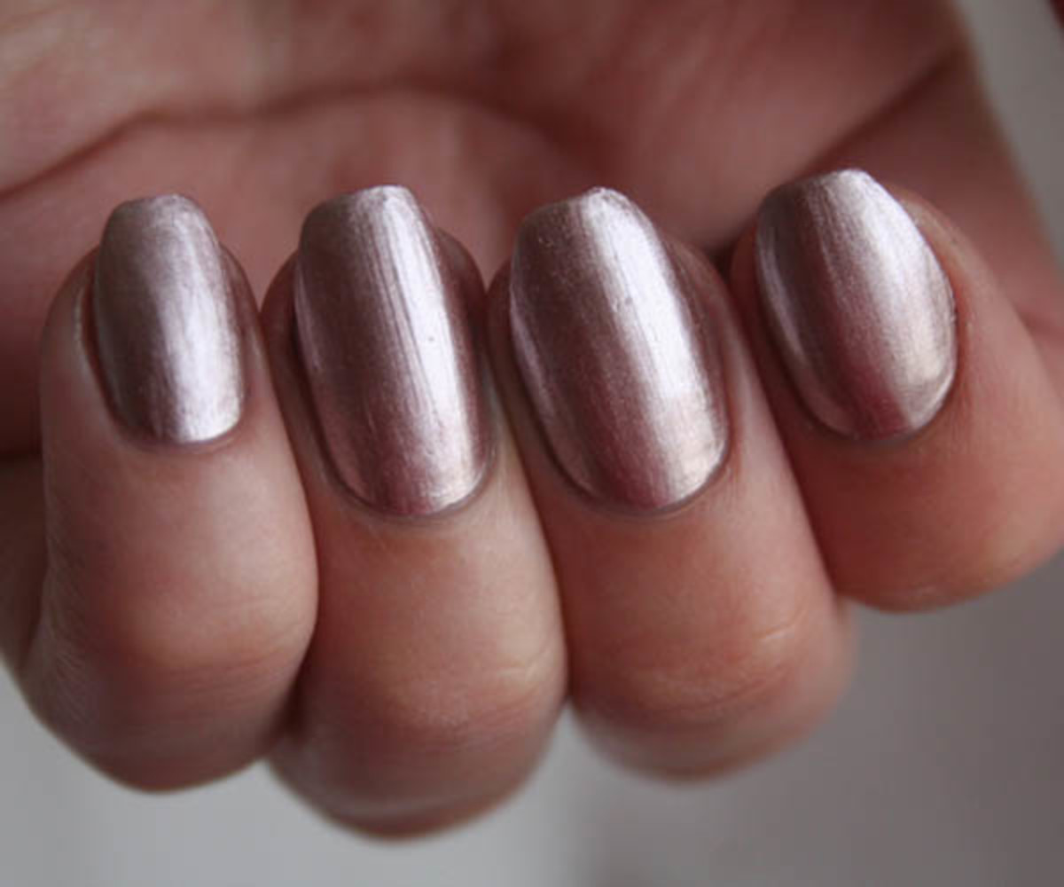 I\'m Crushing on Deborah Lippmann\'s Chrome Nail Polish For Fall ...