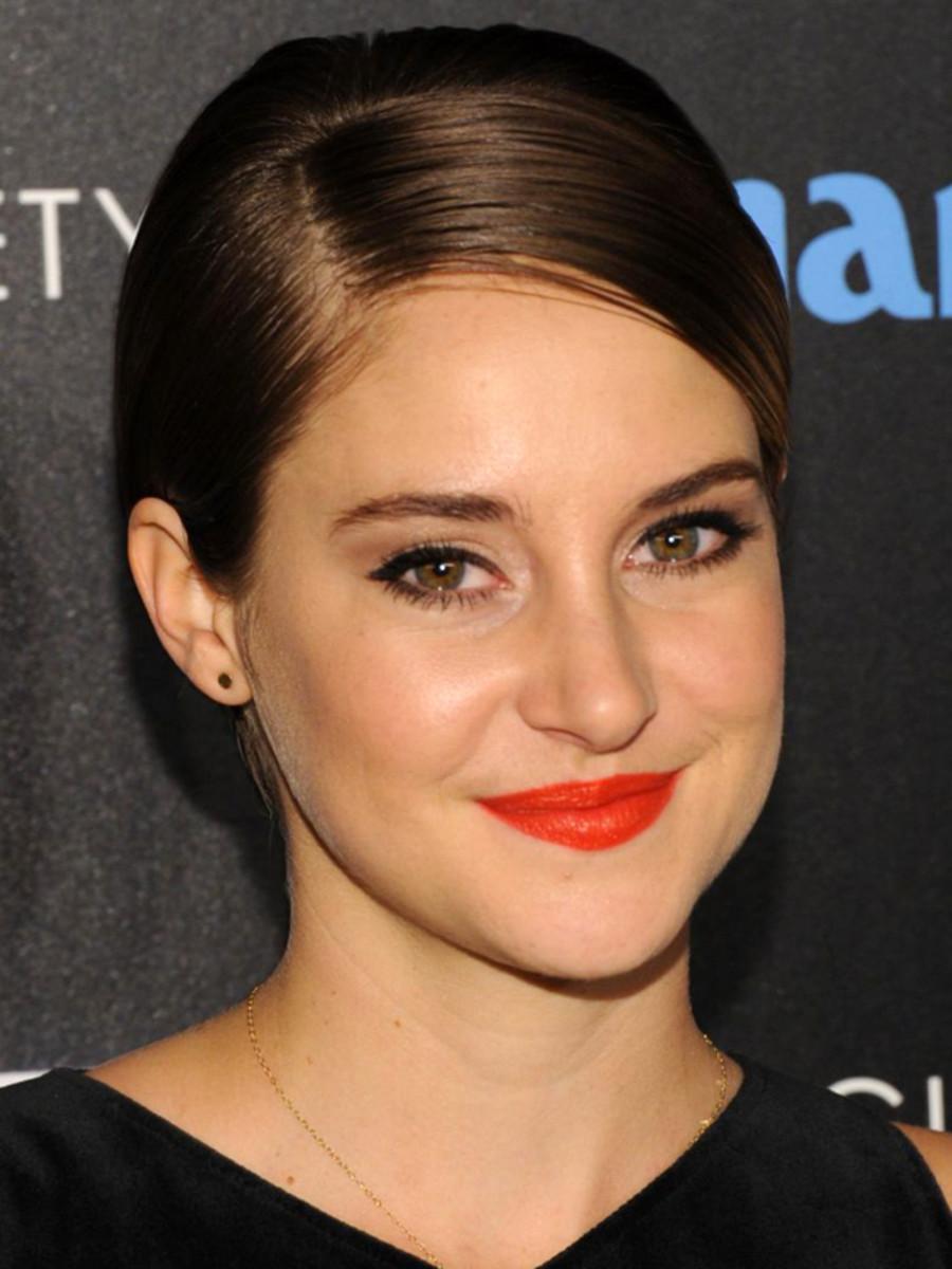 Shailene Woodley orange lipstick