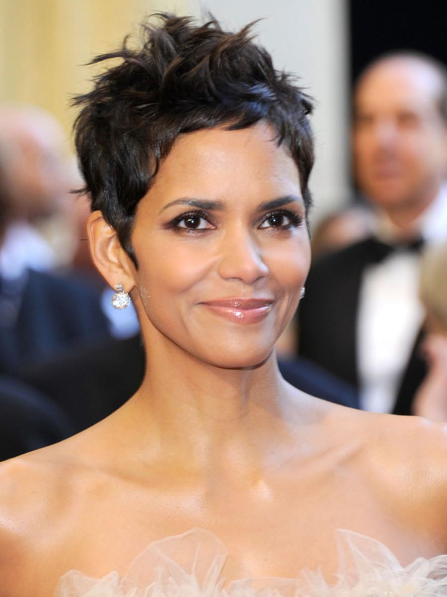 Halle-Berry-2011-Oscars