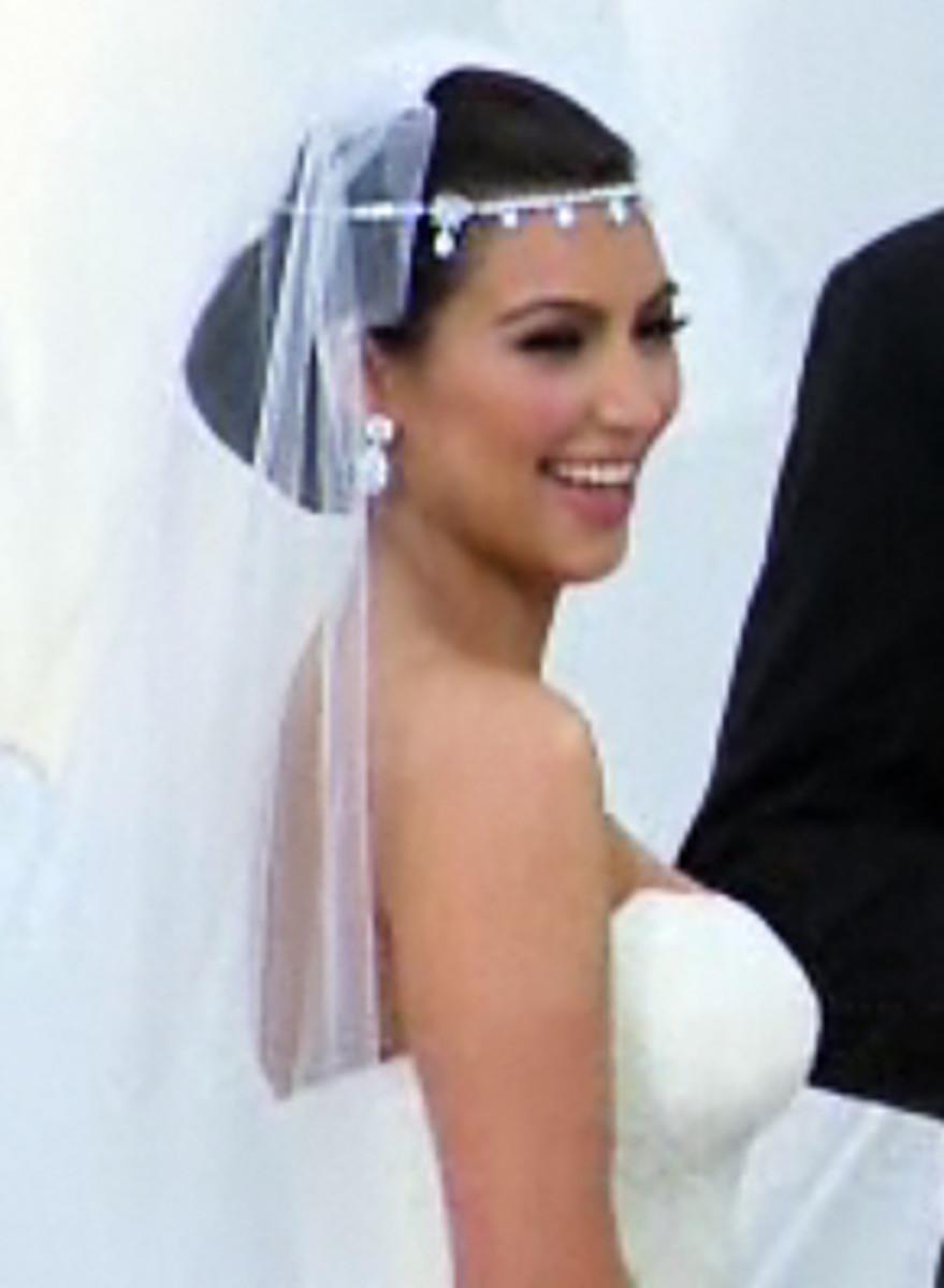 Kim-Kardashian-headpiece