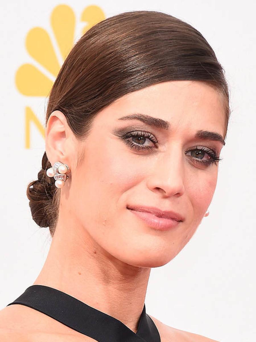 Lizzy Caplan, Emmy Awards 2014