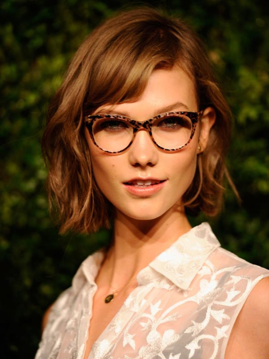 Karlie Kloss Cdfa Vogue Fashion Fund Awards How To Wear Makeup With Glasses  Beautyeditor