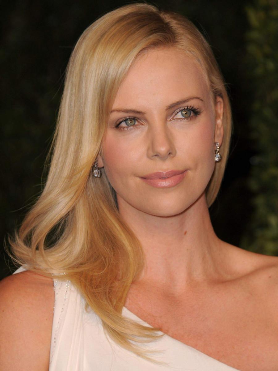 Charlize-Theron-2011-Vanity-Fair-Oscar-Party-2