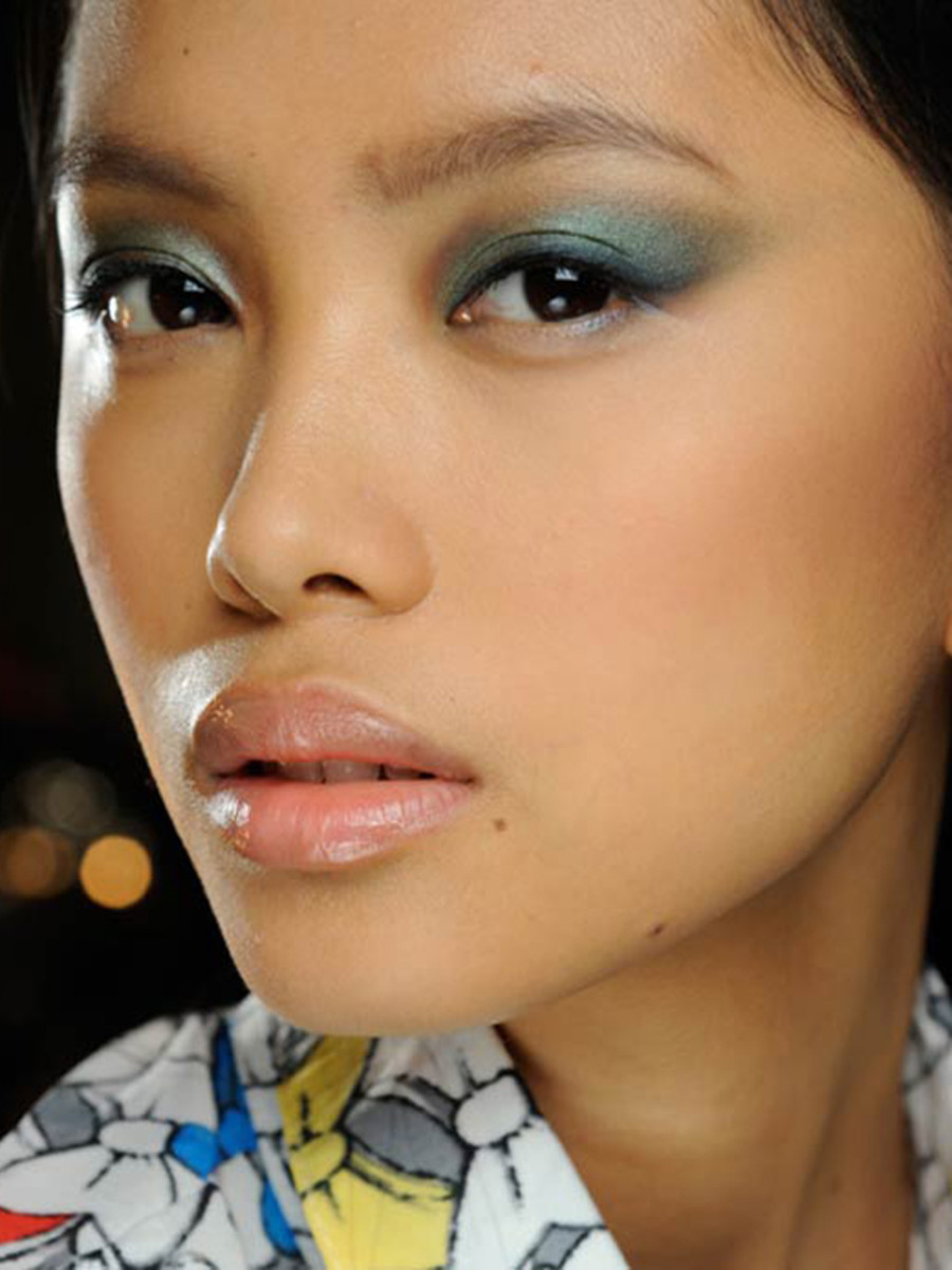 Five Makeup Tips From A Pro Makeup Artist: 5 Cool Eye Makeup Ideas Straight From New York Fashion