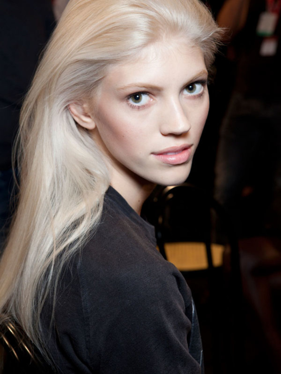 How and why i went platinum blonde at home beautyeditor devon windsor platinum blonde hair urmus Image collections