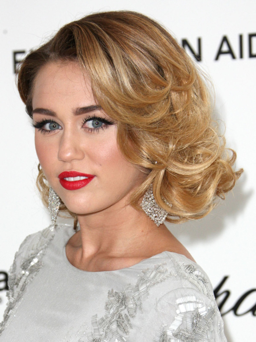 Oscars-2012-Elton-John-AIDS-Foundation-Viewing-Party-Miley-Cyrus
