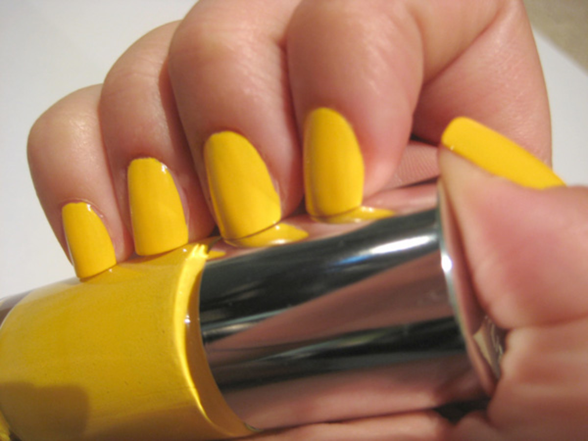 Clinique Sensitive Nail Polish - 70 Degrees and Sunny