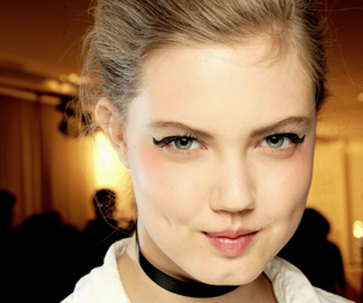 Chanel-SS11-Couture-makeup-1