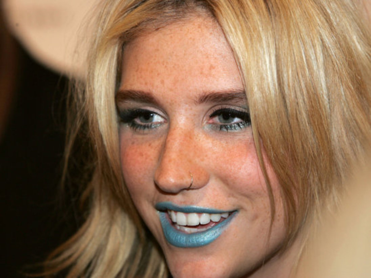 Kesha-blue-lipstick
