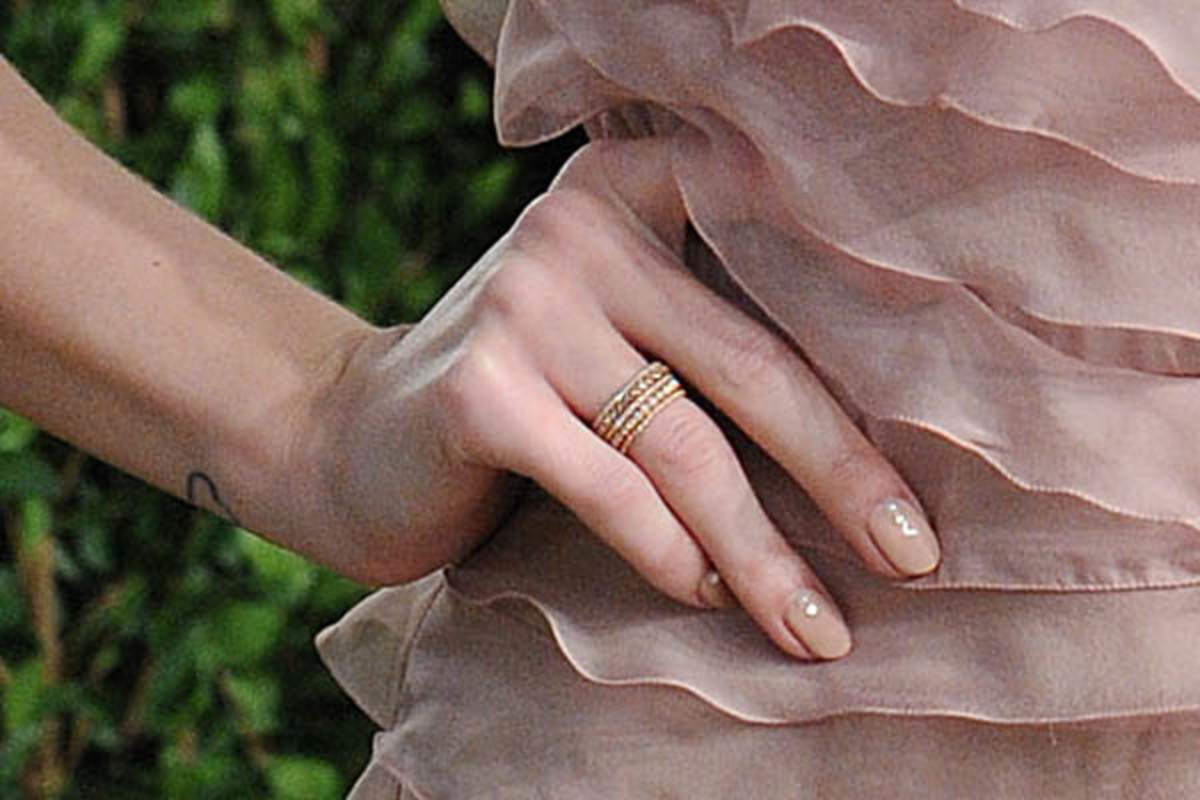 Rosie Huntington-Whiteley - Oscars 2013 nails - close-up