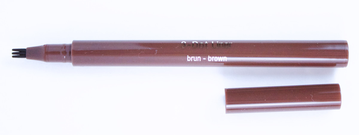 Clarins 3-Dot Liner in Brown