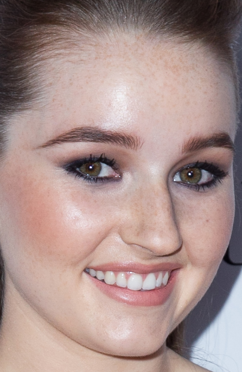 Kaitlyn Dever, Teen Vogue Young Hollywood party, 2014 (close-up)
