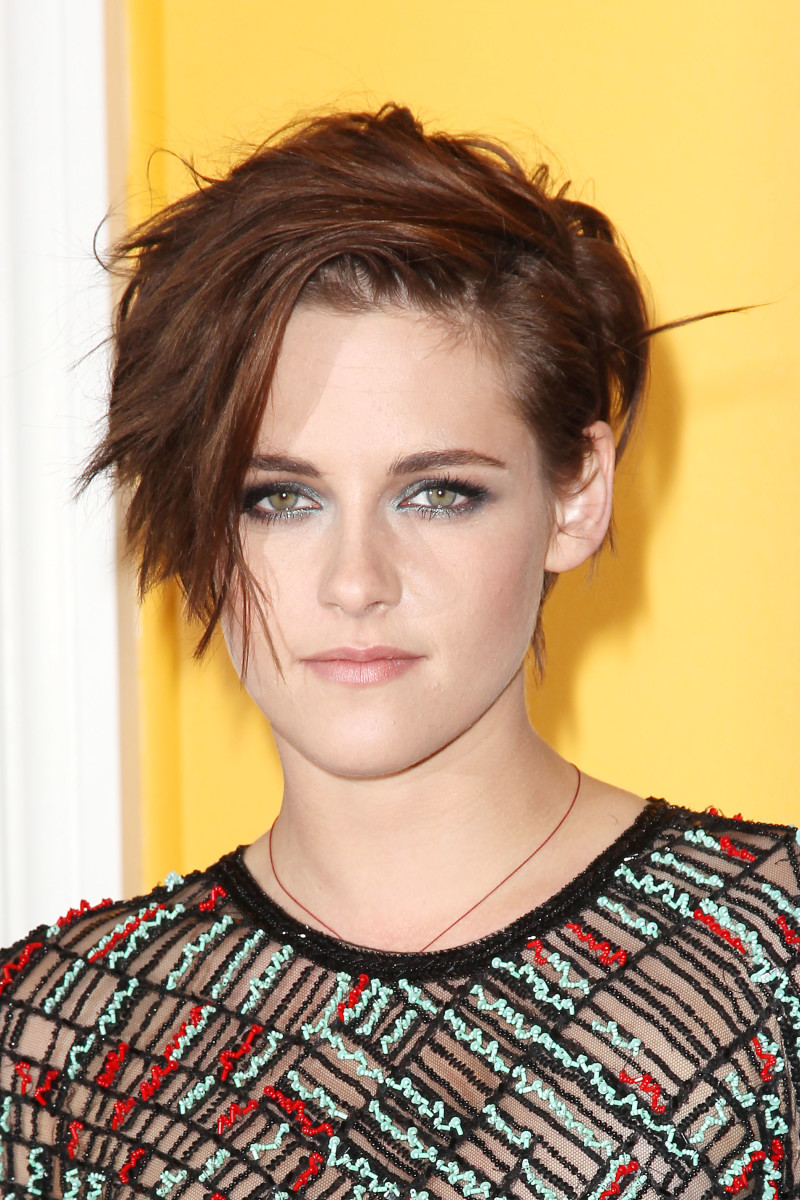 Kristen Stewart Has a New Short Haircut and the Most Amazing Smoky Eyes B