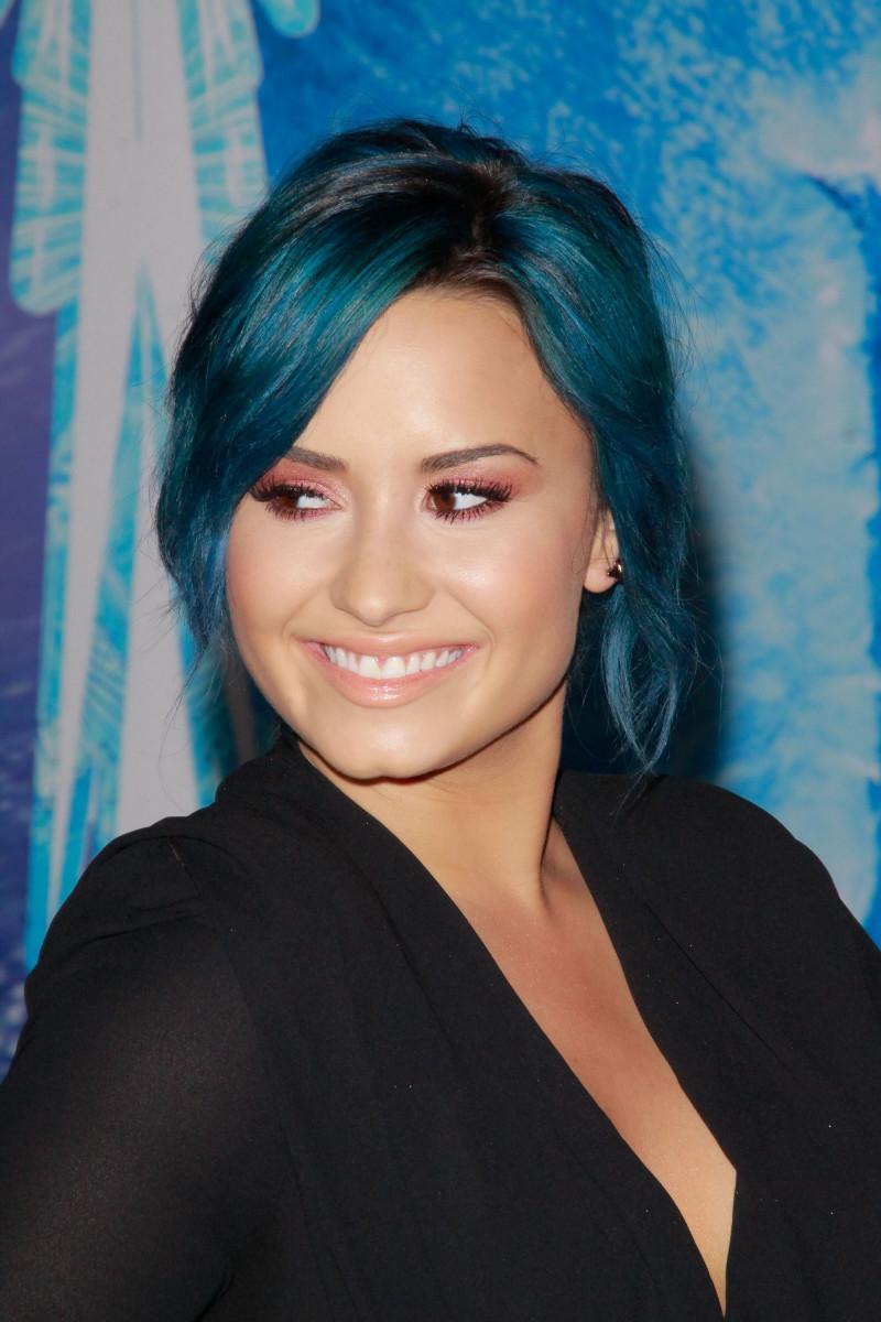 Demi Lovato, Frozen premiere, 2013