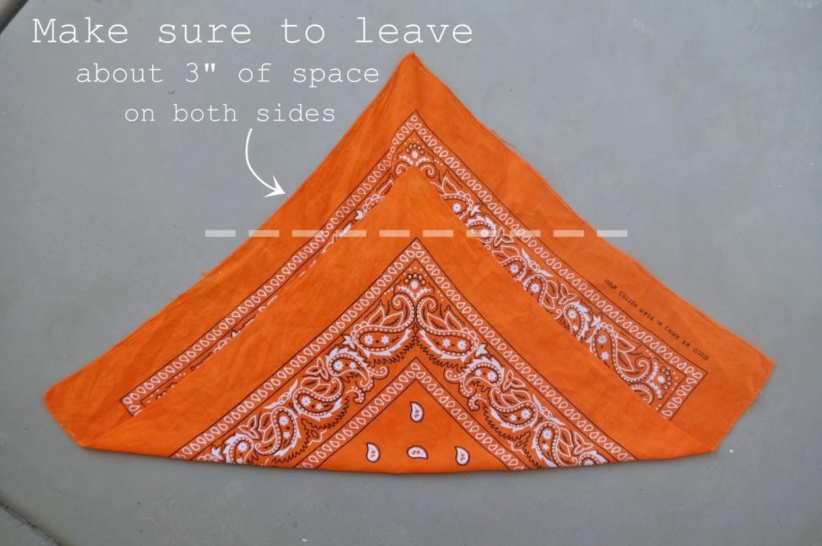 How to fold a bandana (1)