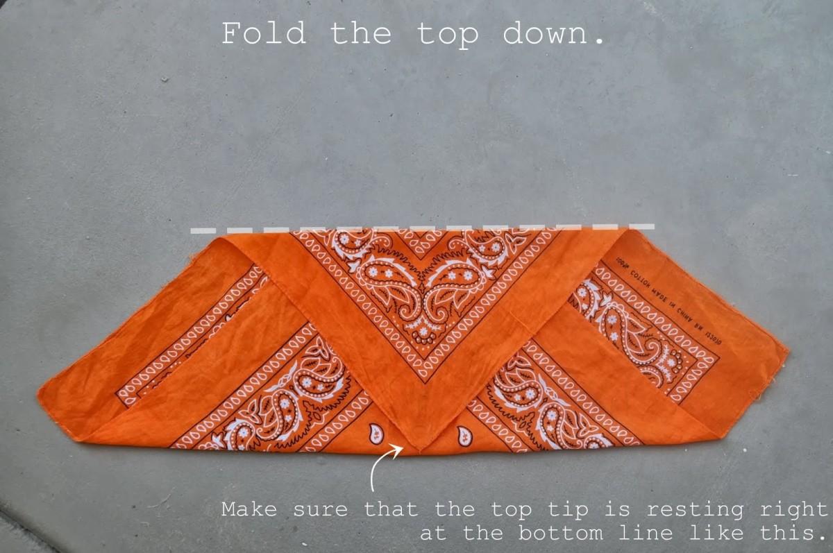 How to fold a bandana (2)