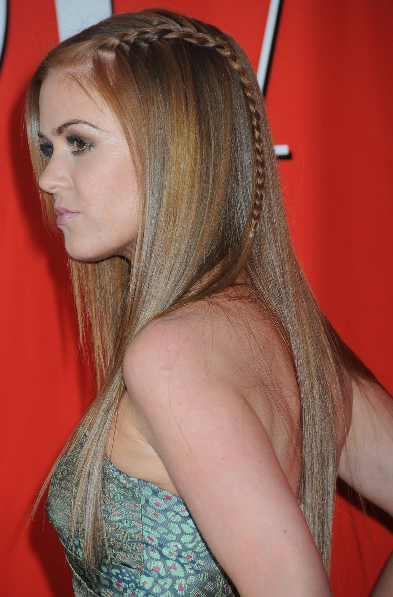 Isla Fisher long straight hairstyle