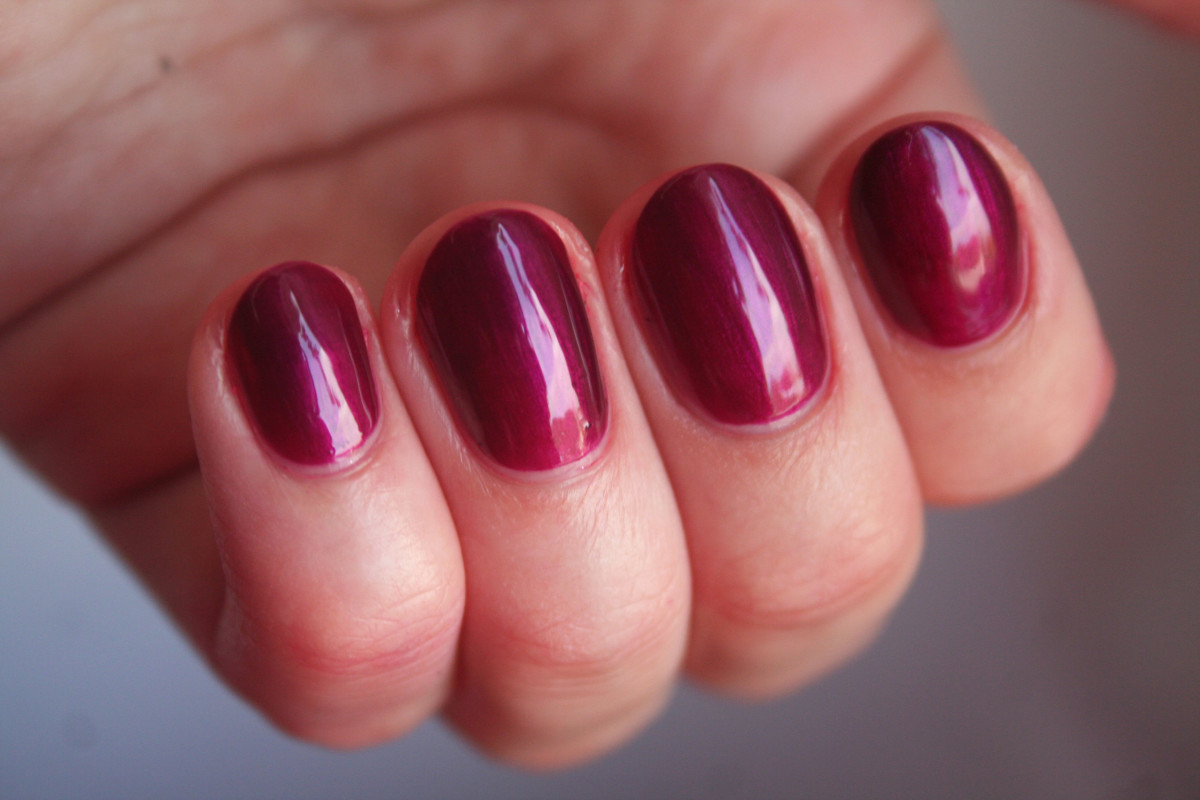 OPI Holiday 2014 - Kiss Me or Elf
