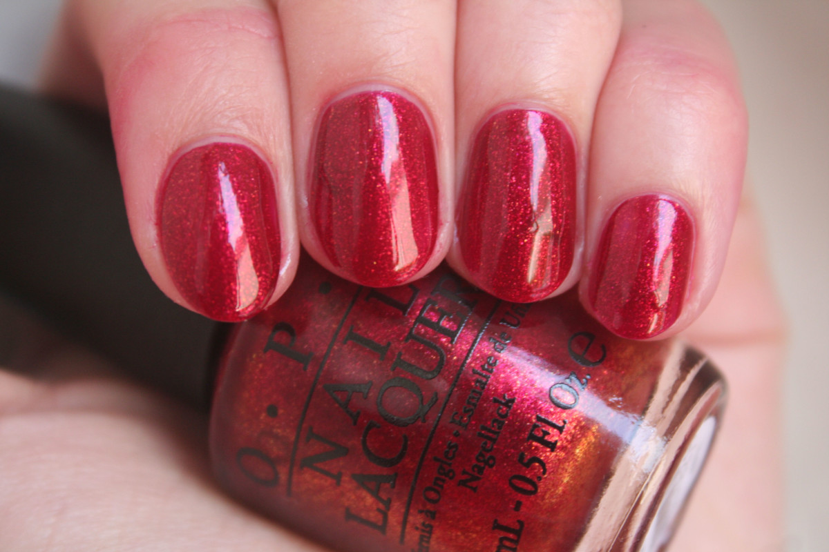 OPI Holiday 2014 - Red Fingers and Mistletoes