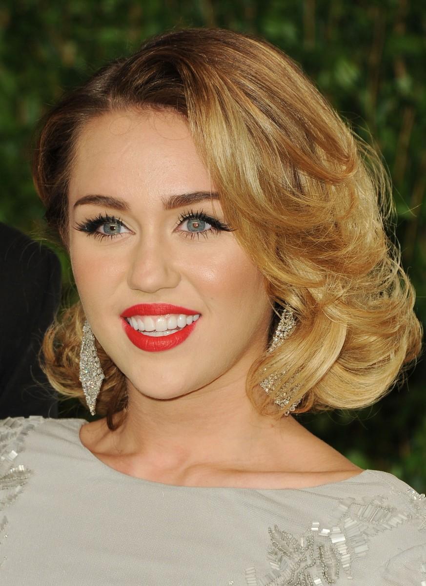 Miley Cyrus, Vanity Fair Oscar party 2012