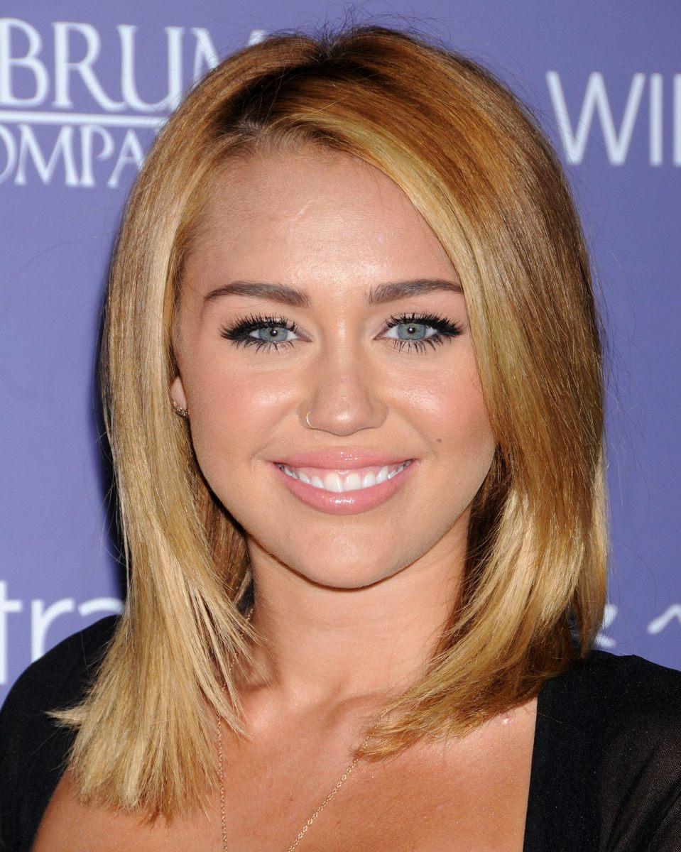 Miley Cyrus, Australians in Film Awards, 2012