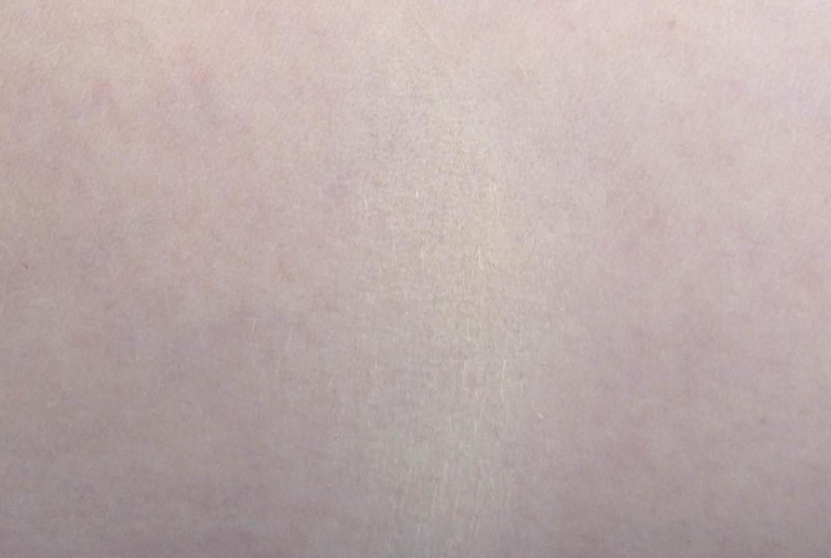 Guerlain powder foundation swatch