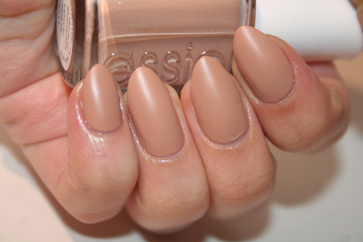 Essie All Eyes On Nudes (matte)