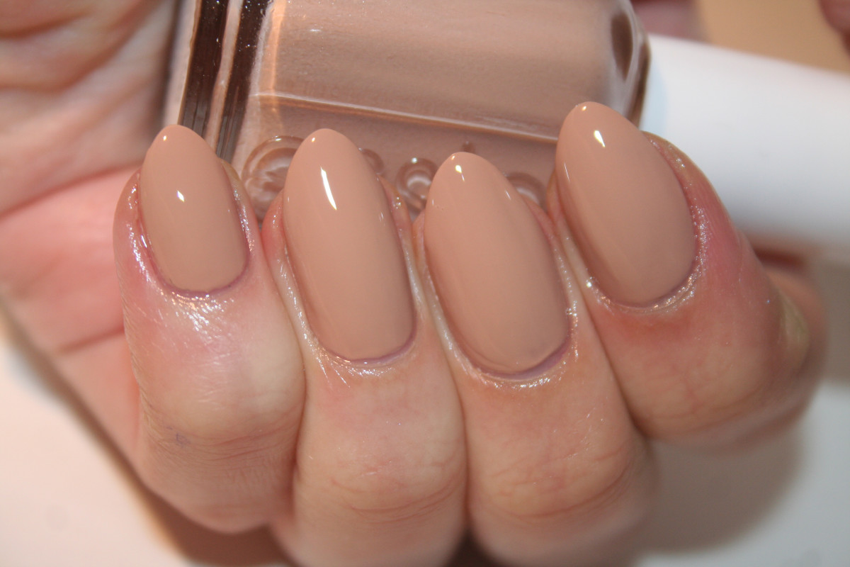 Essie All Eyes On Nudes (shiny)