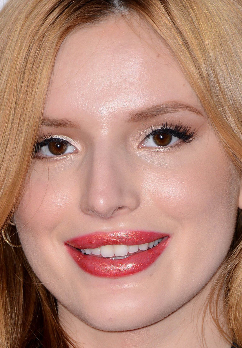 Bella Thorne, People's Choice Awards 2015