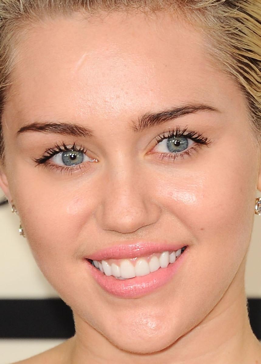 Miley Cyrus, Grammy Awards 2015
