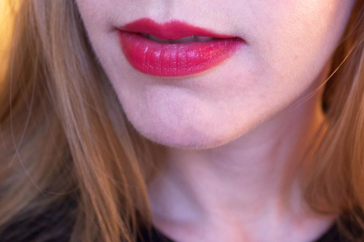Guerlain Kiss Kiss Lipstick in 325 Rouge Kiss