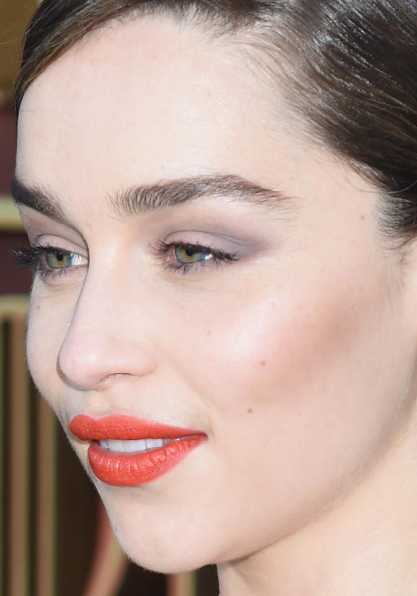 Emilia Clarke S Orange Lipstick And Grey Eyeshadow Combo