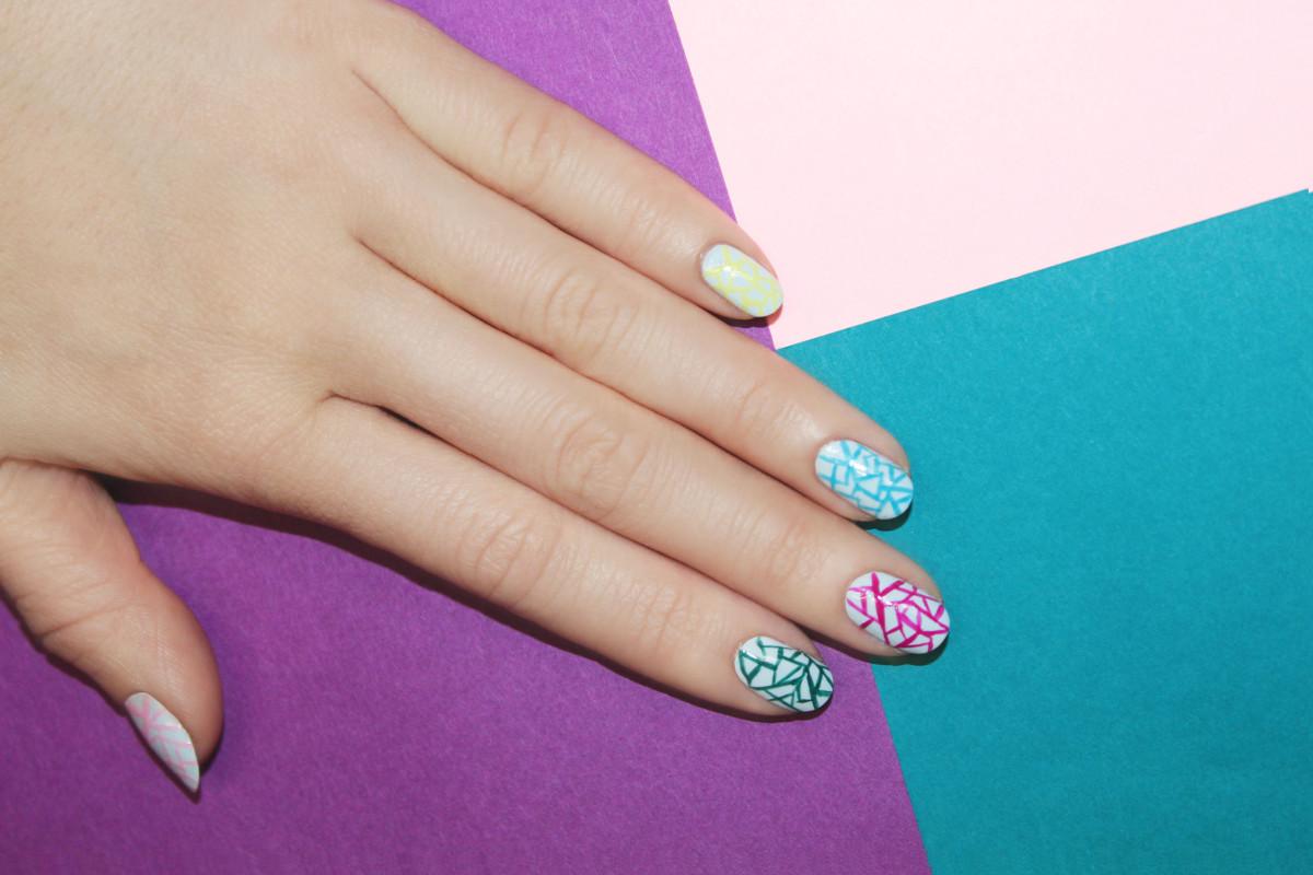 Eggshell nail art