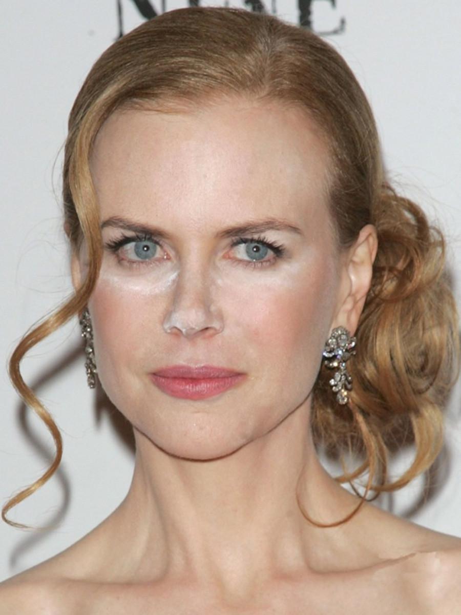 Nicole Kidman powder face