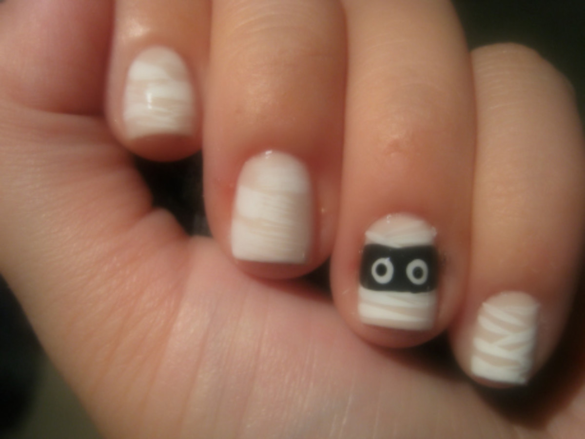 Mummy manicure - step 3