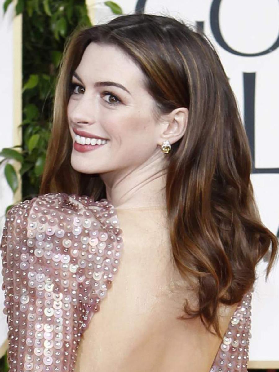 Anne-Hathaway-Golden-Globes-2011