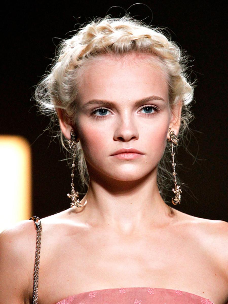 Valentino-Spring-2012-beauty-2