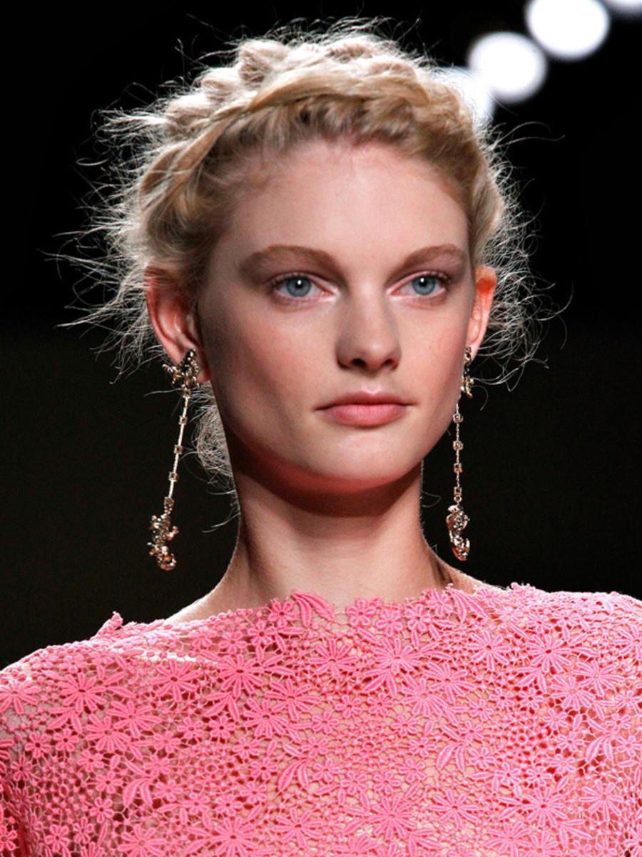 Valentino-Spring-2012-beauty-3