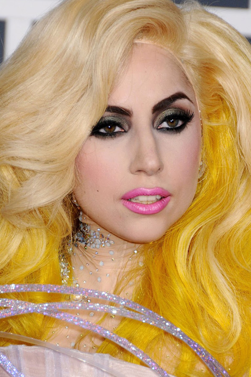 Lady Gaga before and after: Grammy Awards, 2010
