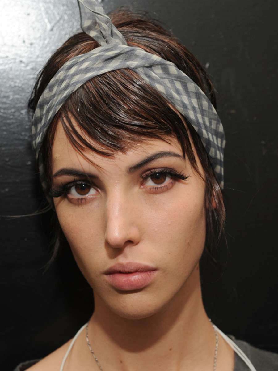 Marc-Jacobs-Spring-2012-beauty