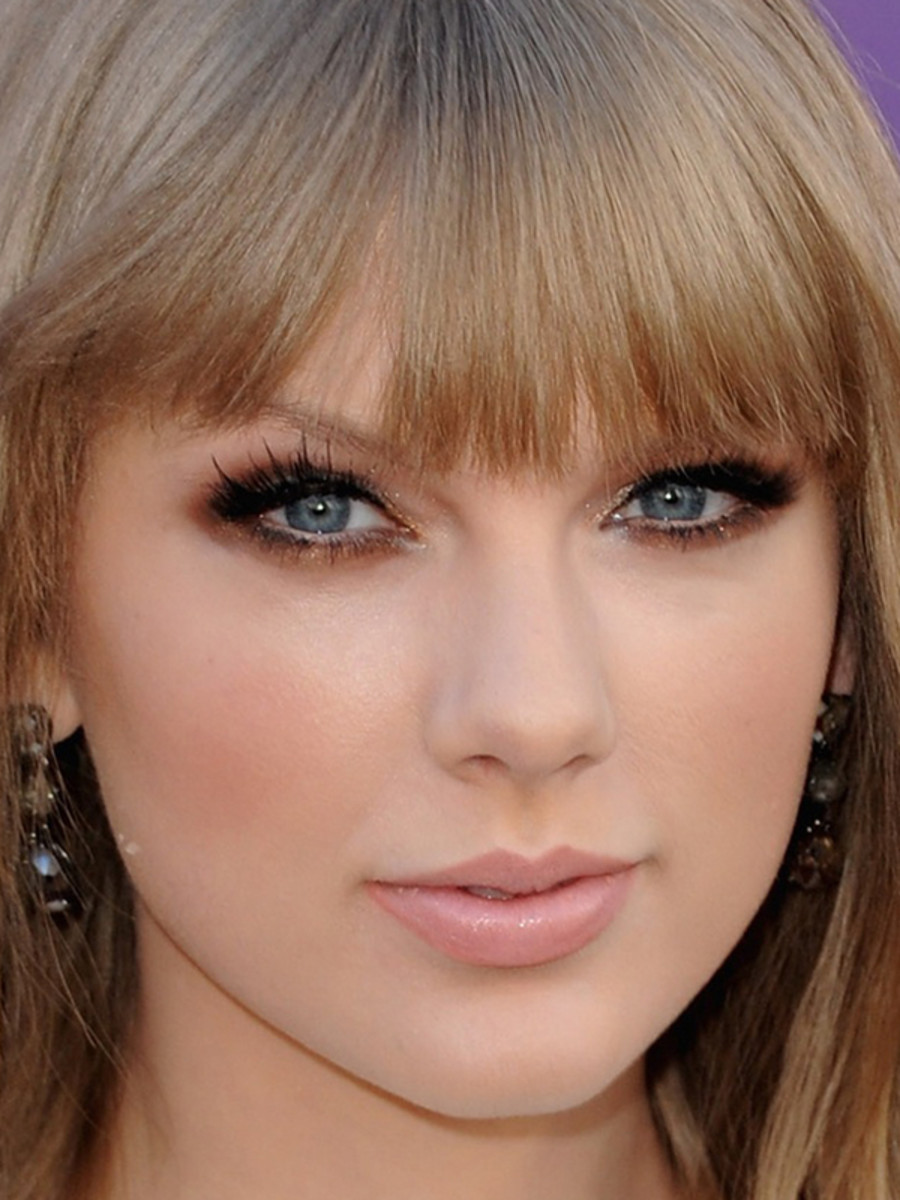 Taylor-Swift-ACM-Awards-2012-close-up