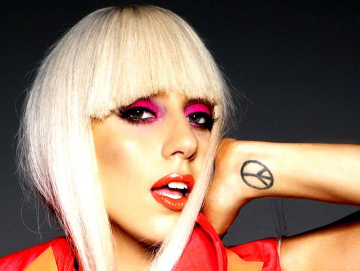 Lady-Gaga-pink-eyeshadow